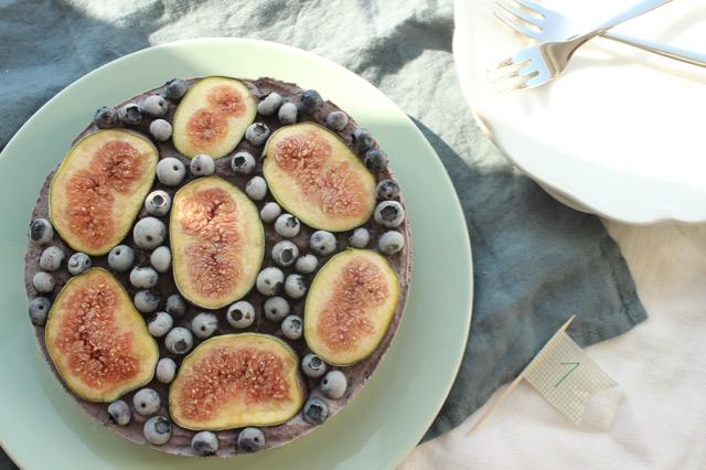 Heidelbeer-Feigen-Torte - vegan, glutenfrei, zuckerfrei, raw - www.healthyhappysteffi.com