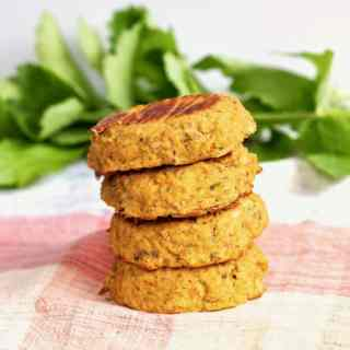 Oil-Free Vegan Falafel | Perfectly spiced lentil patties that are baked instead of deep-fried! This healthy, vegan alternative to traditional falafel is full of plant-based protein and FLAVOR. A traditional middle-eastern favorite with a delicious modern twist!