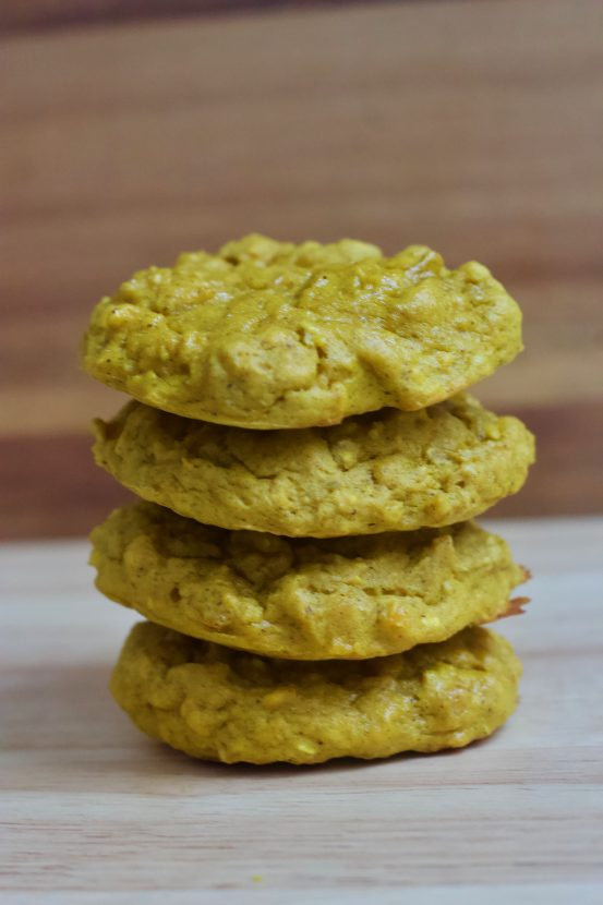 Golden Mango Protein Cookies | Healthy Helper @Healthy_Helper Sweetly spiced, soft baked cookies that combine delicious mango flavor with superfood Turmeric! High in protein from beans, gluten-and grain-free, and easy to make...these cookies will be your new favorite way to enjoy the spice of the moment!