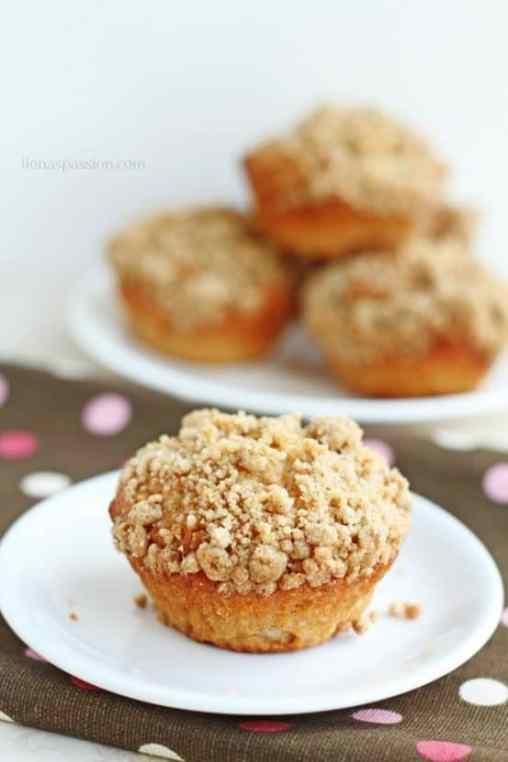 Greek Yogurt Cinnamon Coffee Cake Muffins | Healthy Helper @Healthy_Helper