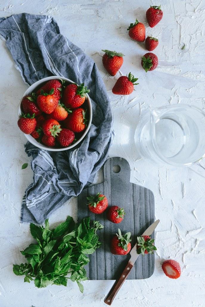 Strawberry Detox Water for Healthyish Summer Hydration // www.HealthyishFoods.com