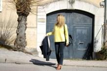 pièce-jaune-jaune-vêtement-jaune-robe-jaune-porter-du-jaune-la-couleur-jaune-mode--9