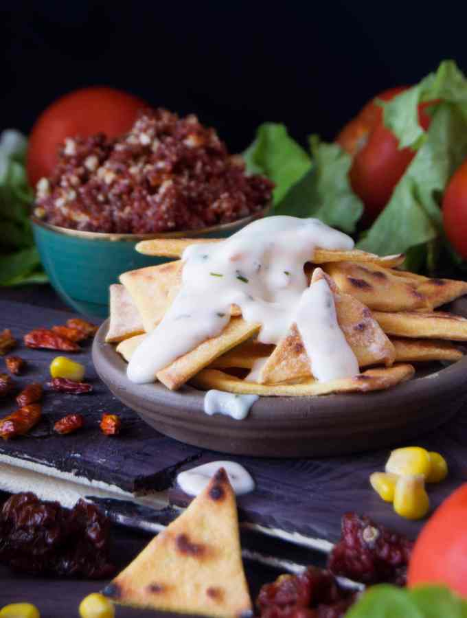 [:it]NACHOS NON FRITTI | MAIONESE VEGANA | SALSA ALLE MANDORLE E POMODORINI[:en]NON FRIED NACHOS | VEGAN MAYO | ALMONDS AND SUN-DRIED TOMATOES DIPPING[:]