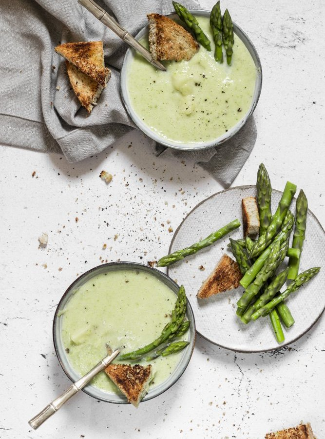CREAMY ASPARAGUS SPRING SOUP / WITH VEGAN OPTION