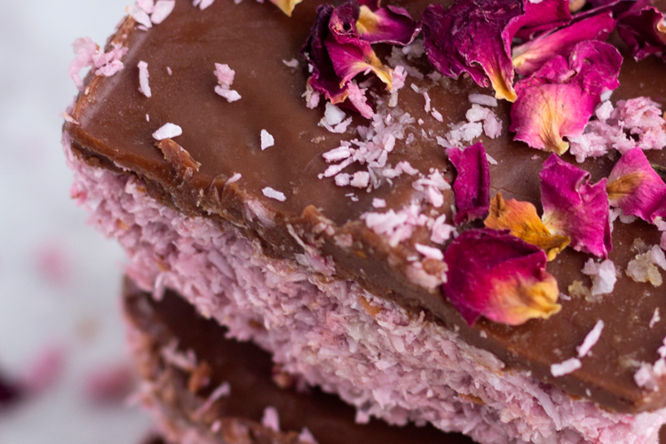 Raspberry bounty bars recipe healthy living london foodie and recipe creator who shares her amazing recipes over at plantbasedlondoner has come up with the most dribble worthy sweet treats forumfinder Images