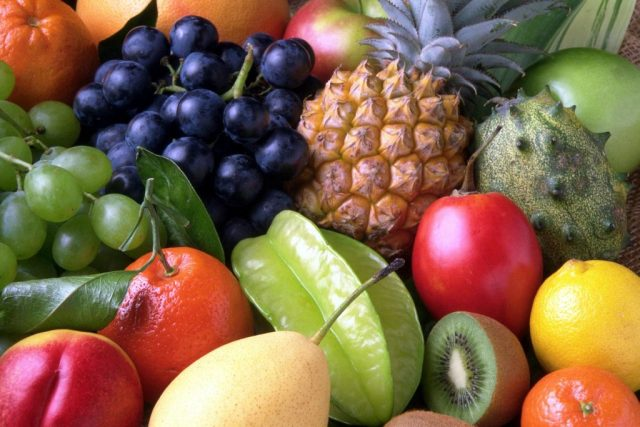 Fruits are high in antioxidants and can help to protect the kidneys