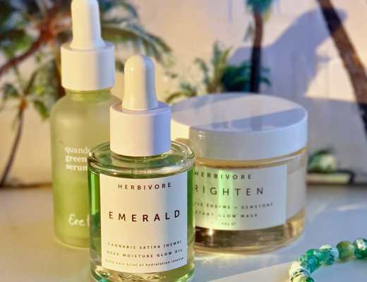 Pictures, images and review of I love Herbivore's organic green Emerald glowing face oil for my melasma and hyperpigmentation. Squalane is a start ingredient of this hemp based oil.