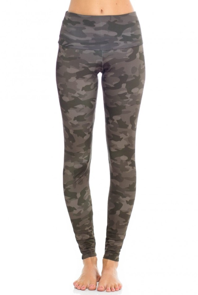 With a Moss Camo print, the Onzie High Rise Long Legging will make you feel like a warrior whether you're enjoying a studio session or enjoying the weekend