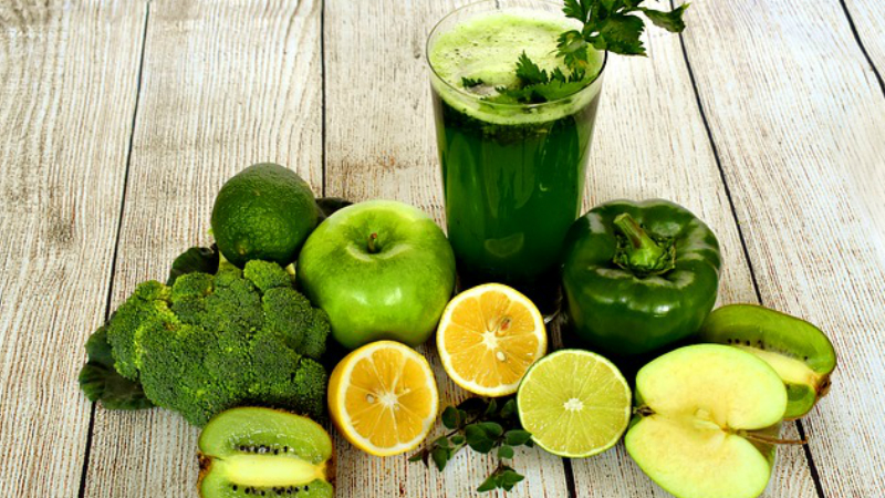 Freshly squeezed juices from vegetables and fruit contain more vitamins and minerals