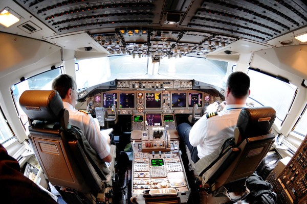 Continental_Airlines_Boeing_767-400ER_flight_deck.jpg