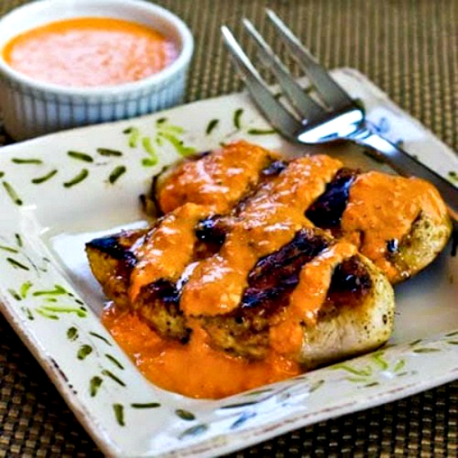 Grilled Garlic Chicken with Roasted Red Pepper Aioli Sauce