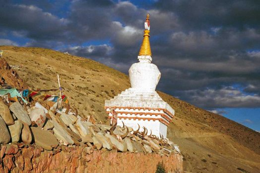 Mt Kailash: Monument with skulls