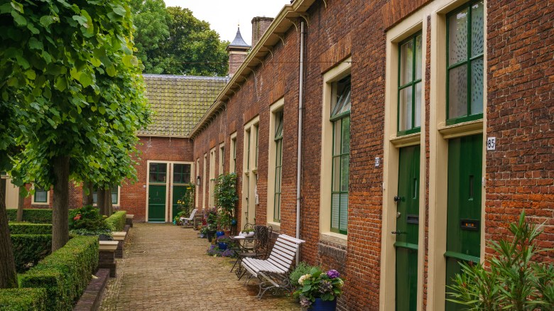 Courtyards to visit in Alkmaar _ Must-visit places in Alkmaar The Netherlands _ Visiting The Dutch Countryside travel blog The Netherlands (1)