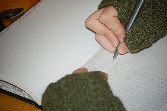 writer-360790_640