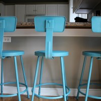 Pinterest Project : Painted Teal Barstools