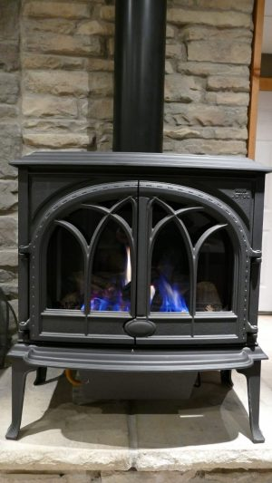 Jotul Sebago Gas Stove (floor model) Regular Price $3.459.00  SALE PRICE = $3,159.00 NO TAX DURING OUR MAY SALES EVENT TOO!