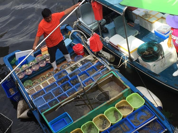 floating-market-sai-kung