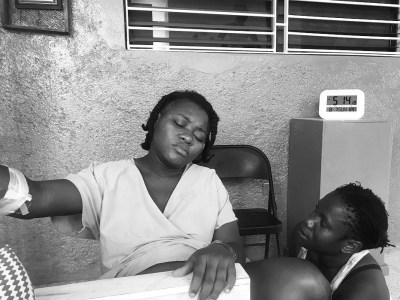 Jesula laboring with midwife Mica