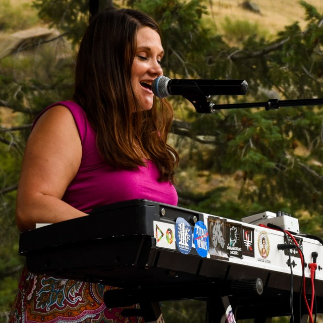 Amy Russell - Vocals & Keys