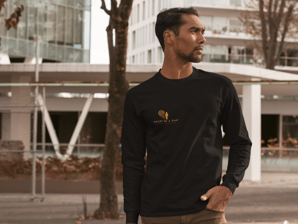 mockup-of-a-serious-man-wearing-a-customizable-long-sleeve-tee-in-the-city