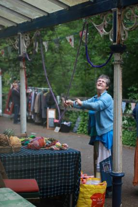 Di tending the freegle stall