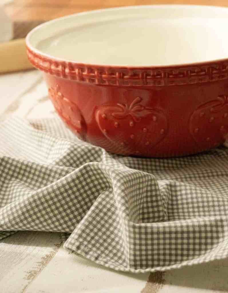 compost bowl and cloth napkin