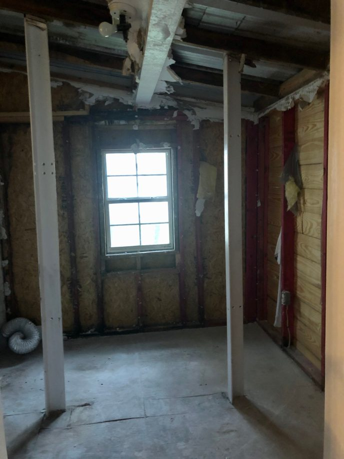 The laundry room, with the stair supports in the middle of it.