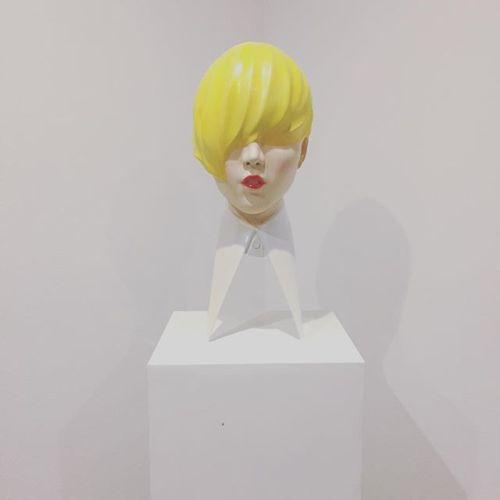 HEartYギャラリー9月より彫刻家 菅原玄奨さんの展示販売が始まります。少し早めに、1つ作品がとどきました! 「material girl 」ファッショナブルでメッセージ性のある玄奨さんの作品。とがっていてもどこか色っぽさの感じる不思議な世界観。(私感)引き込まれます。お楽しみに♡#アート#art#HEARTYギャラリー @gensho_sugahara