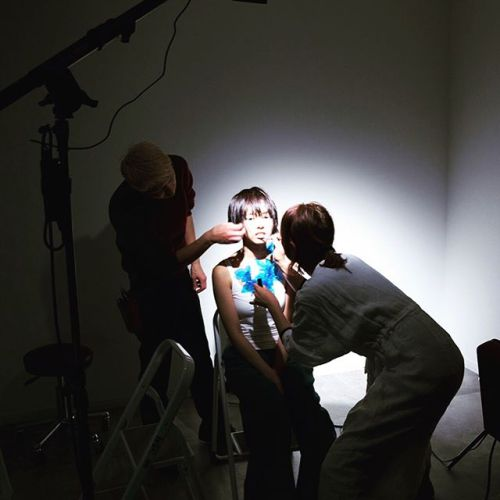 撮影。今回、水を使ってみたり、光を自ら作り出すチャレンジ的撮影。モデルさんの自然な表情と、杉田氏の作りたい世界観がリンクし、シャッターを切るたびにどんどん良くなっていく快感を得ました。モデルのshokoちゃん、ありがとう#撮影#hair杉田#makeAKIKO#HEARTY #高崎美容室@sugitaryosuke @akikokiakikoki