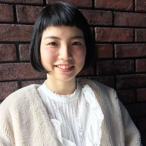 前髪ギリギリのパッツンボブ。艶黒髪で大人可愛いスタイルに。ナチュラルも、モードもガーリーも、どんなファッションにもマッチする、シンプルながらもハイセンスなスタイル♡#AKIKO#hearty#高崎美容室ハーティー#前髪ぱっつん #黒髪ボブ #大人可愛い #大人ヘア @akikokiakikoki