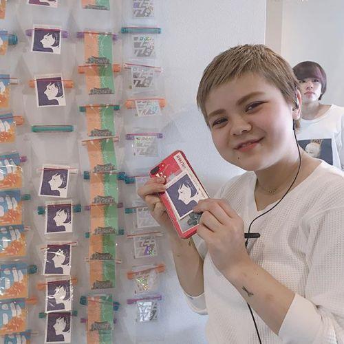 ukiasiプロダクツのステッカー大人気です♡携帯に貼ってもかわいいです!staffのメラ二ーもかいました♡各¥2001番端のキラキラステッカーは¥250です!#hearty#ukiasiプロダクツ#ひょっこりはんを探せ #高崎美容室