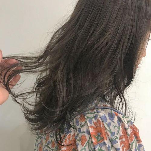 担当シオリ @shiori_tomii ハイライトでブリーチしてグレージュカラー🦆#hearty#shiori_hair #透明感カラー#グレージュ#ベージュ#高崎美容室