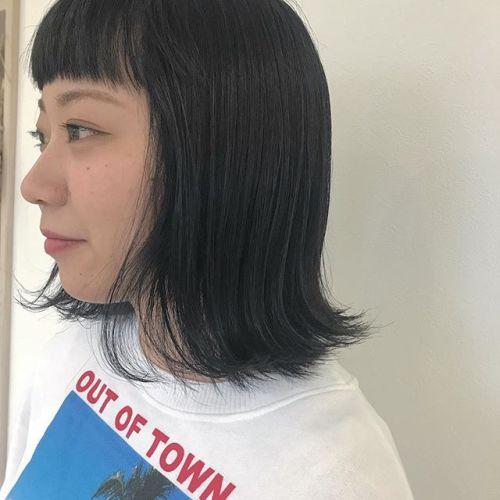 担当シオリ @shiori_tomii 深いネイビーブルー🦕眉上パッツンがいまきてます🦕🦕#hearty#shiori_hair #ネイビー#ネイビーカラー#高崎美容室