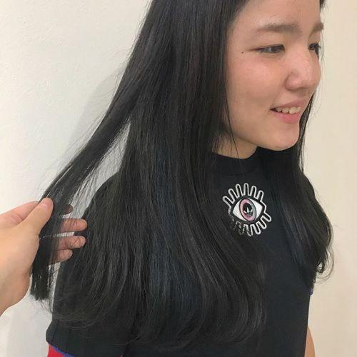 担当シオリ @shiori_tomii グレーの中にBLUEがちらり〜〜#hearty#shiori_hair #グレージュ#ブルー#ハイライト#ヘアスタイル#ヘアカラー#高崎#高崎美容室