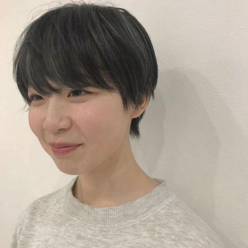 担当シオリ @shiori_tomii 来年入社の石田さんをcutとcolorしました♀️ 笑顔がかわいい石田さんをよろしくお願いします#hearty#shiori_hair #ハイライト#ショートヘア#ヘアスタイル#ヘアカラー#高崎美容室#群馬美容室#高崎#群馬