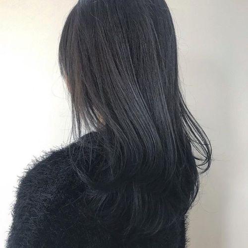 担当シオリ @shiori_tomii 毛先にかけてグレーからネイビーへ🦕🦕🦕#hearty#shiori_hair #グレージュ#ブルージュ#ネイビーカラー #ネイビーブルー#グラデーション#ヘアスタイル#ヘアカラー#高崎美容室#群馬美容室#高崎#群馬