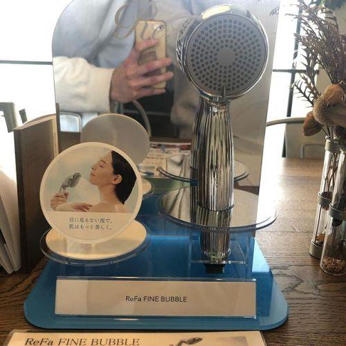 ReFa FINE BUBBLE🚿ReFaから新しいシャワーヘッドが発売され、講習を受けさせて頂きました。通常の泡の100分の1のサイズのファインバブルという泡が美容効果や健康効果、洗浄効果をもたらしてくれます。とても素晴らしい商品です🚿詳しく聞きたい方はスタッフまで♂️