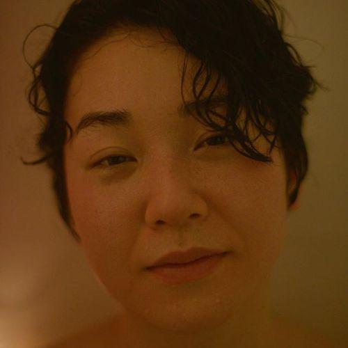 HEARTY gallery 「love is love is love」沙羅ジューストー個展 1月23日(水)〜3月19日 (月)沙羅ジューストー1995年生まれ、アーティスト。福岡出身、カナダ育ち。2018 武蔵野美術大学造形学部造形学科油絵専攻 卒業愛すと決めたら、愛しきらなくてはいけないのかもしれない。私にもきっと命をあげてもいい人はずっといたんだ。愛しきらなきゃいけない人もずっといたんだ。それは感情ではなく、存在そのものなのかもしれない。生まれてくる子供を選べないように、そもそも愛する人を選ぶ権力なんて私たちにはないのかもしれない。@sarayasunaga @hearty__s #art#heartygallery#ハーティーギャラリー#photo#photograph#artist#love#愛#高崎美容室ハーティー