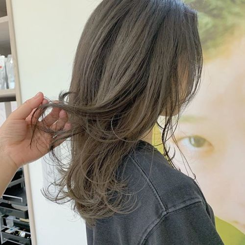 担当シオリ @shiori_tomii 明るめグレージュ🦔🦔#hearty#shiori_hair #グレージュ#ベージュ#透明感カラー#抜け感#高崎美容室#群馬美容室#高崎#群馬
