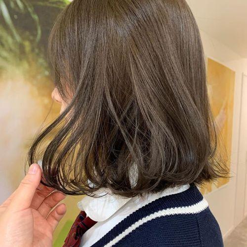 担当シオリ @shiori_tomii ブリーチなしで1度カラー剤あげて、アッシュベージュをのせました!ブリーチほどダメージがないのと、色落ちも落ちにくいのでおすすめです♡#hearty#shiori_hair #アッシュベージュ#ベージュ#高崎美容室#群馬美容室#高崎#群馬