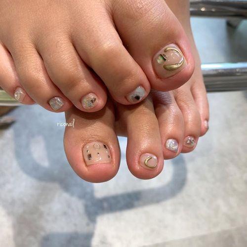 主張しないヌーディーカラーにキラッとアート✩#riconail #HEARTY #abond #nail #nails #gelnail #footnail #gelnails #nailart #instanails #nailstagram #beauty #fashion #nuancenail #ネイル #ジェルネイル #ネイルデザイン #フットネイル #ニュアンスネイル #個性派ネイル @riconail123