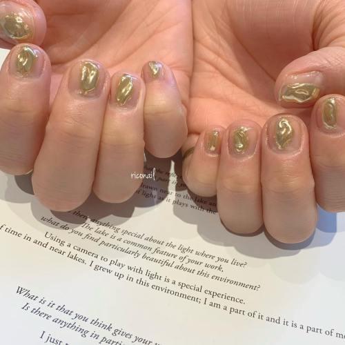 クリアベースにエンボスミラーがアクセサリーみたい⋆͛*͛ ⋆⋆͛*͛ ⋆#riconail #HEARTY #abond #nail #nails #gelnail #gelnails #nailart #nuancenail #高崎美容室 #ネイルサロン #ネイル #ジェルネイル #ネイルケア #ニュアンスネイル #クリアネイル #ミラーネイル @riconail123