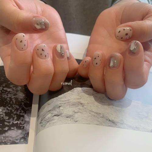 新しめのアイテムを使ったネイル︎サンディージェルとメタリックシャワーとダルメシアン♩#riconail #HEARTY #abond #nail #nails #gelnail #gelnails #nailart #nuancenail #高崎美容室 #ネイル #ジェルネイル #ネイルケア #ニュアンスネイル @riconail123