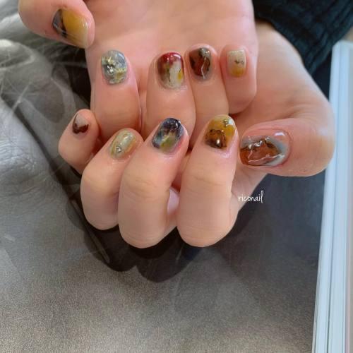 人と被らないネイルをしたいというご希望に沿うようやらせていただきました♩あれこれ想像してたくさん色も使って 楽しかった!◡̈#riconail #HEARTY #abond #nail #nails #gelnail #gelnails #nailart #nuancenail #高崎美容室 #ネイル #ジェルネイル #ネイルケア #ニュアンスネイル @riconail123