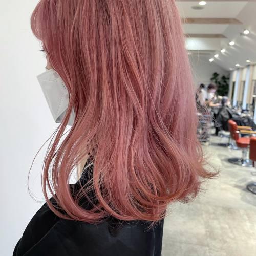 担当シオリ @shiori_tomii ストロベリーラテ🥛#hearty#shiori_hair #ストロベリーラテ#ピンクベージュ #ピンクカラー #ハイトーン#ウルフカット #ミディアム#レイヤーカット #高崎美容室#群馬美容室#高崎#群馬