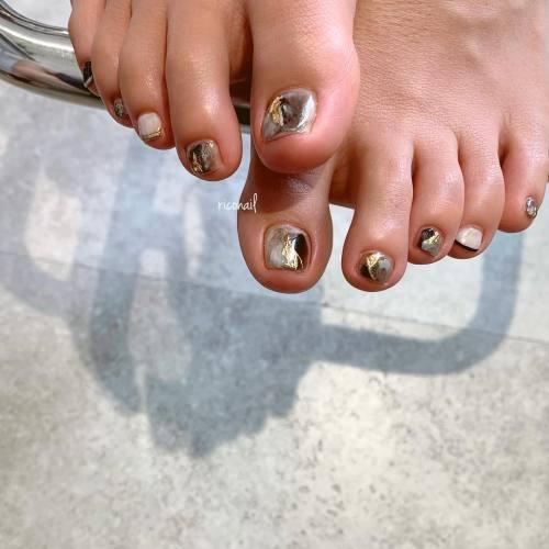 シックな配色で♡#riconail #HEARTY #abond #nail #nails #gelnail #gelnails #nailart #nuancenail #footnail #高崎美容室 #ネイル #ジェルネイル #ネイルケア #フットネイル #ニュアンスネイル @riconail123