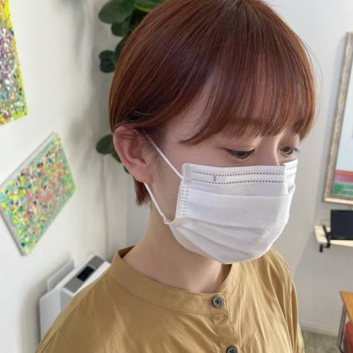 担当シオリ @shiori_tomii はじめていらっしゃった時から似合うと思っていたorangeをおすすめいたしました♡派手すぎないのでお洋服を選ばないですし、お肌も白いので抜群に似合います、、、♡今回もコンパクトショートに#hearty#shiori_hair #ショートヘア #アプリコットオレンジ#高崎美容室#群馬美容室#高崎#群馬