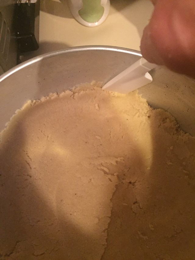 Trimming edges of cheesecake crust