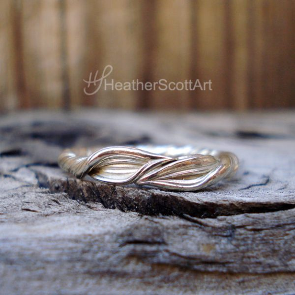 Mitsuro Leaf Wedding Band