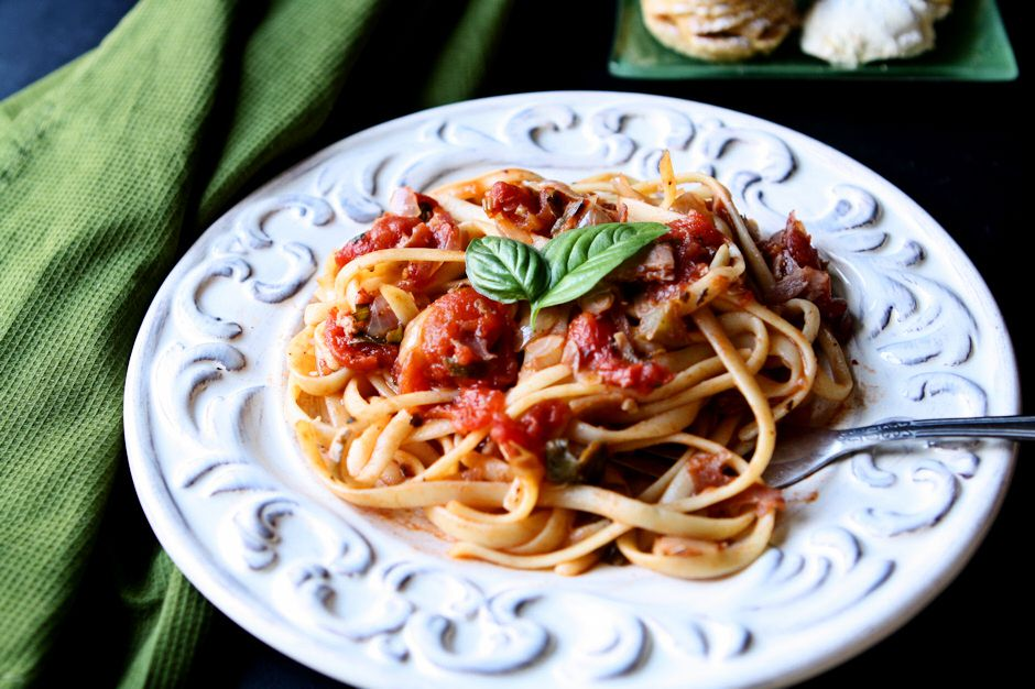 Linguine with Prosciutto Tomato Sauce | Pasta lovers rejoice! You will love the unique, slightly sweet, flavor of this linguine that features prosciutto and capers. A simple and satisfying dish! | heavenlyhomecooking.com